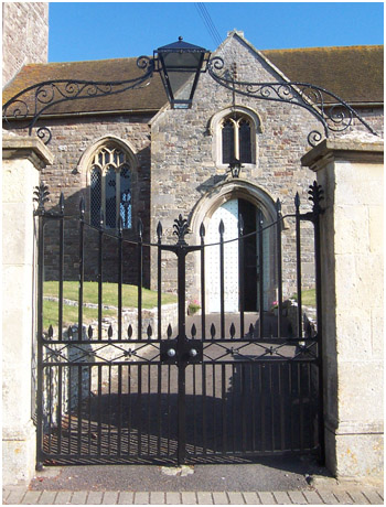 Gate restoration at Wick-St-Lawrence